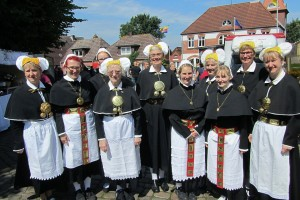 die Landfrauen in traditioneller Tracht